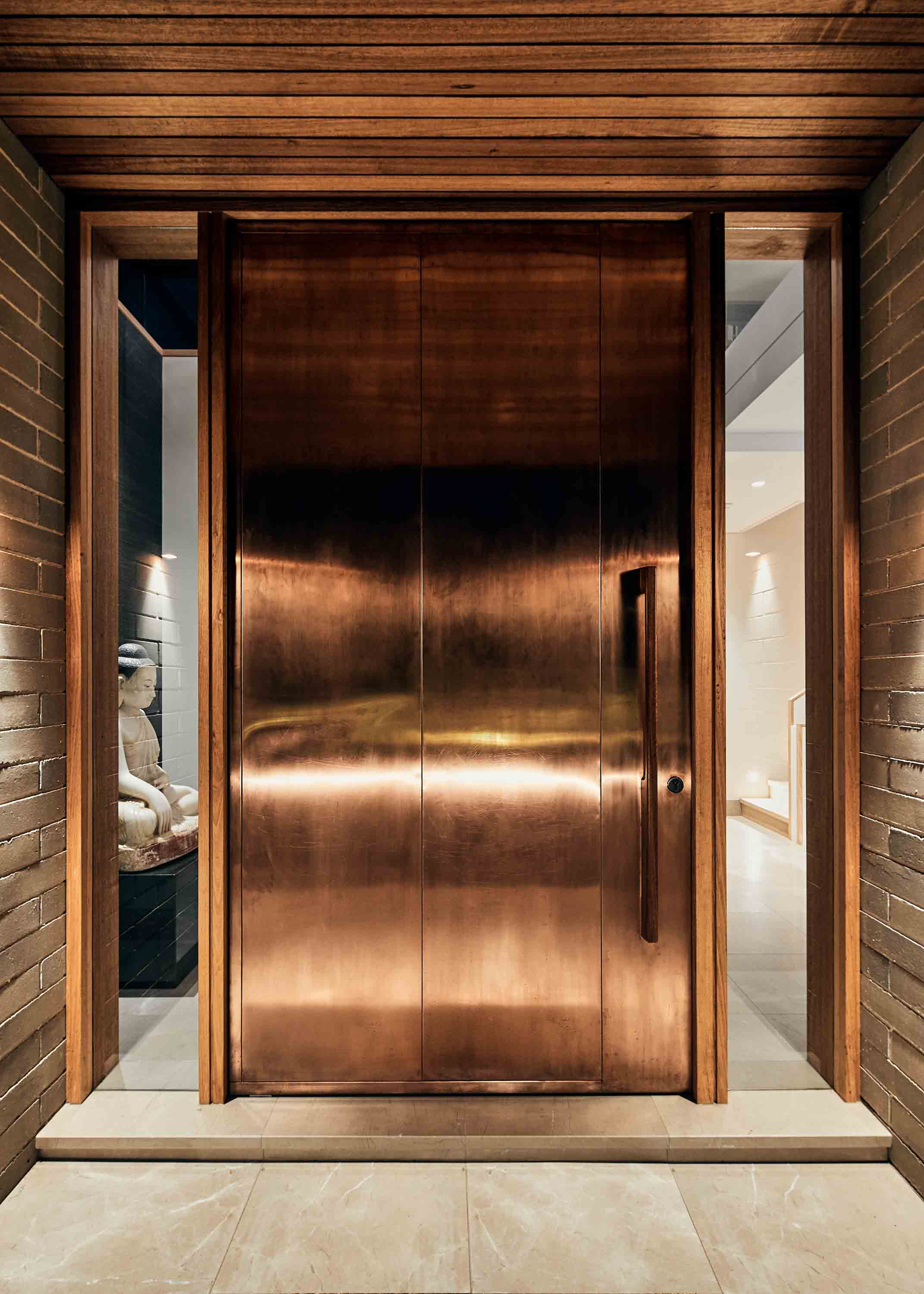 Copper entrance pivot door with System M pivot hinge, designed by Porebski Architects, built by Cumberland Building, photographed by Peter Bennetts