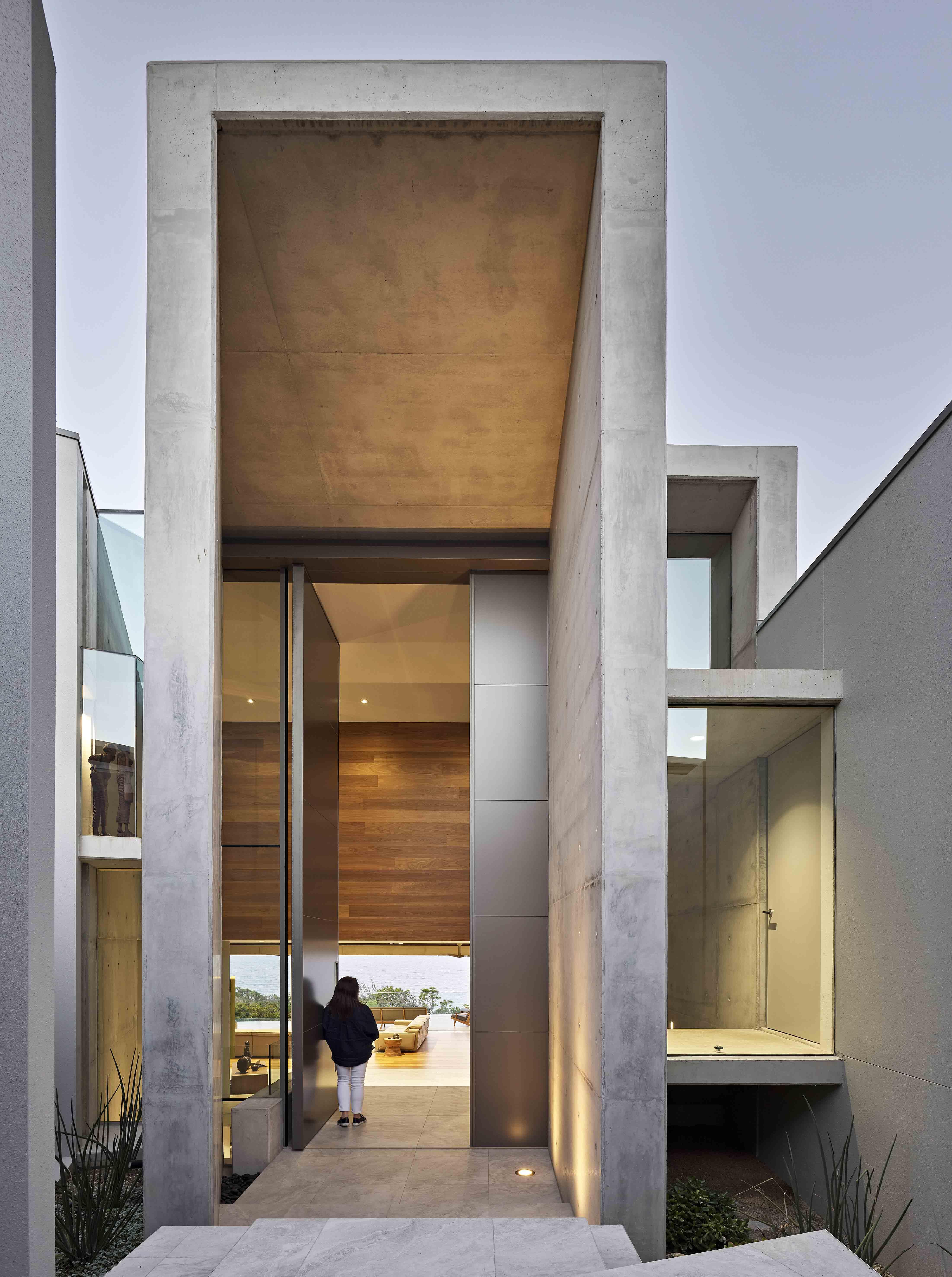 5-meter-tall pivoting entrance door by Gavin Maddock. FritsJurgens System M pivot hinge.