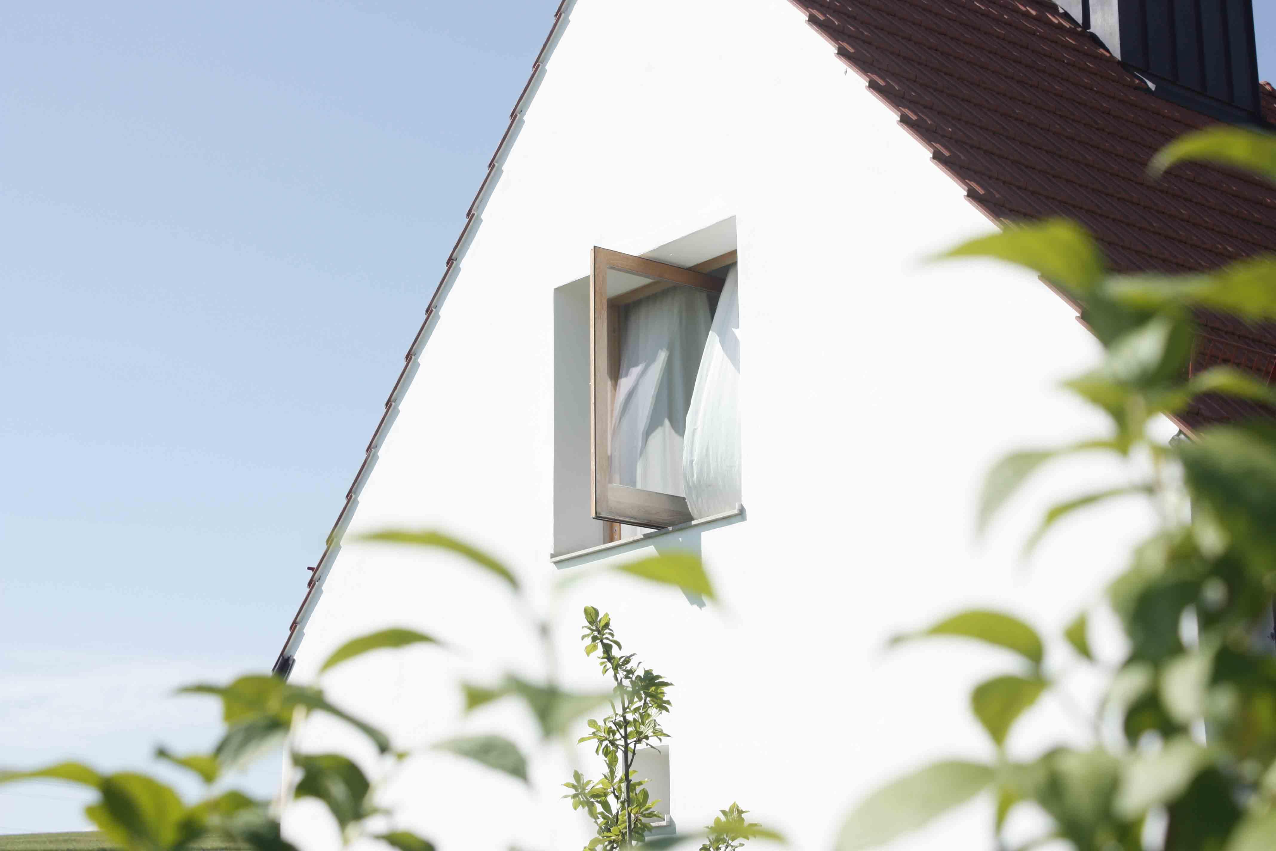 Pivoting window by Mathias Stelmach