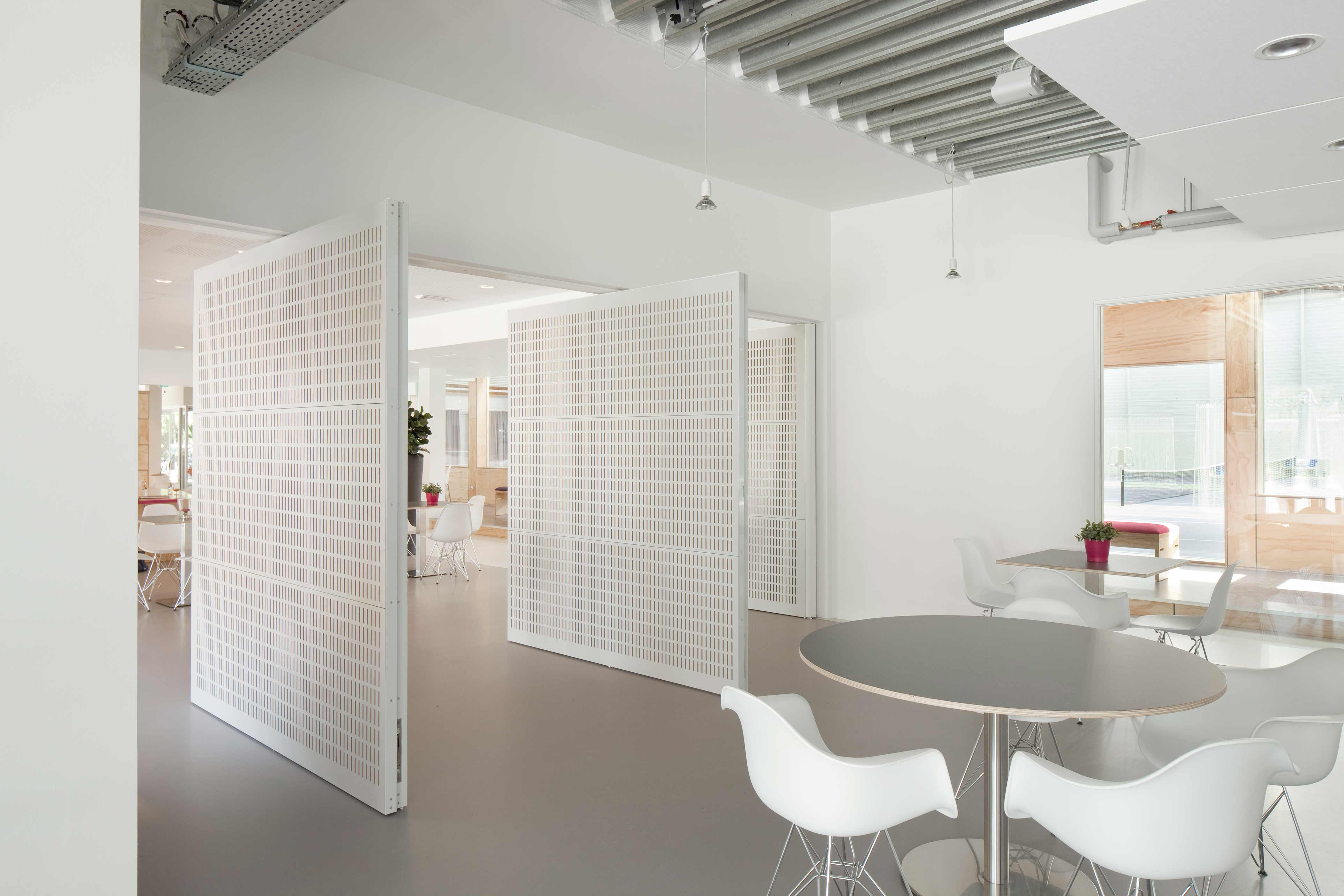 Pivoting wall designed by Royal Haskoning Architecten, with FritsJurgens System 3 pivot hinges