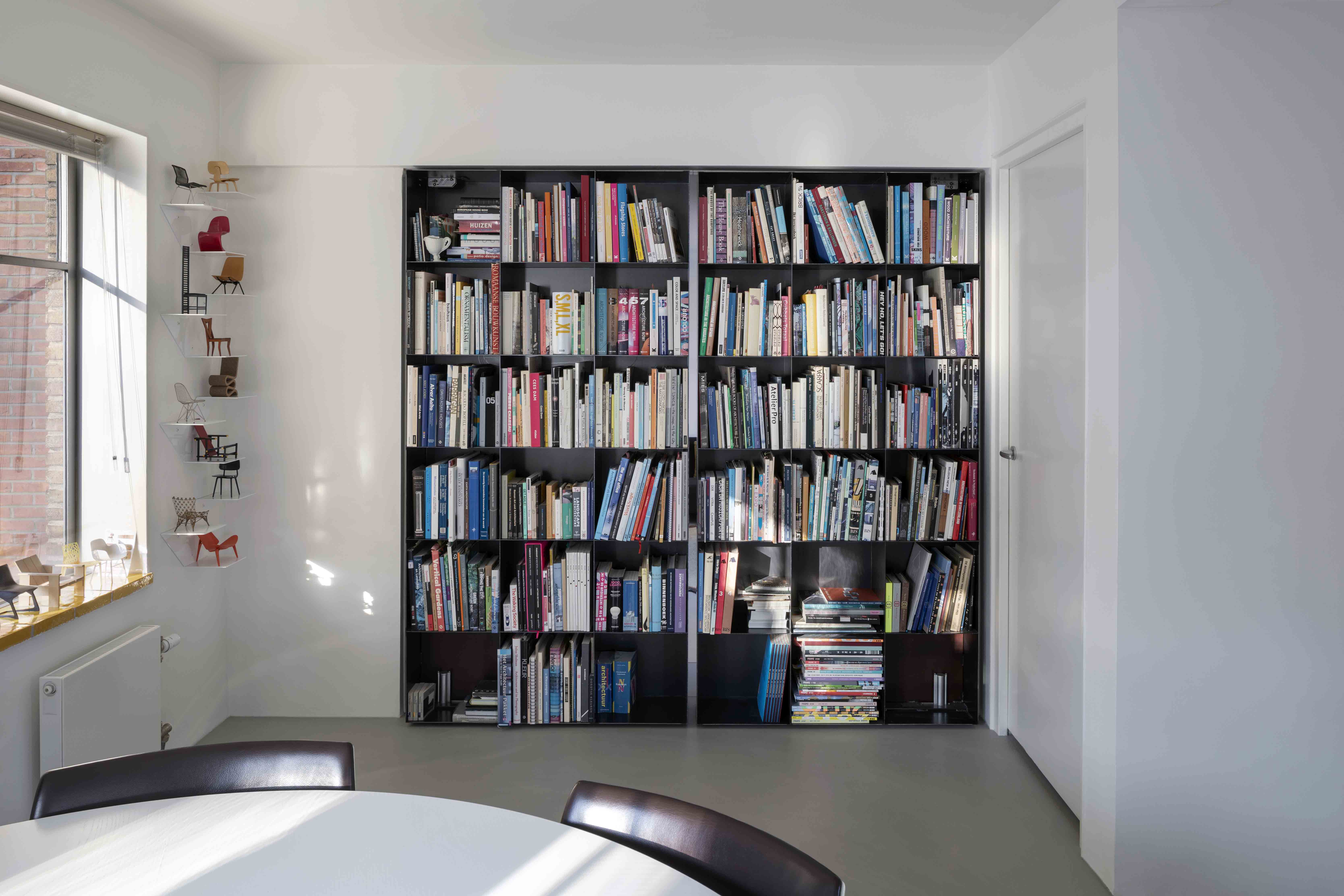 Pivoting bookcases by Ernst Hoek, Hoek & de Wit Architecten, with pivot hinge System M by FritsJurgens