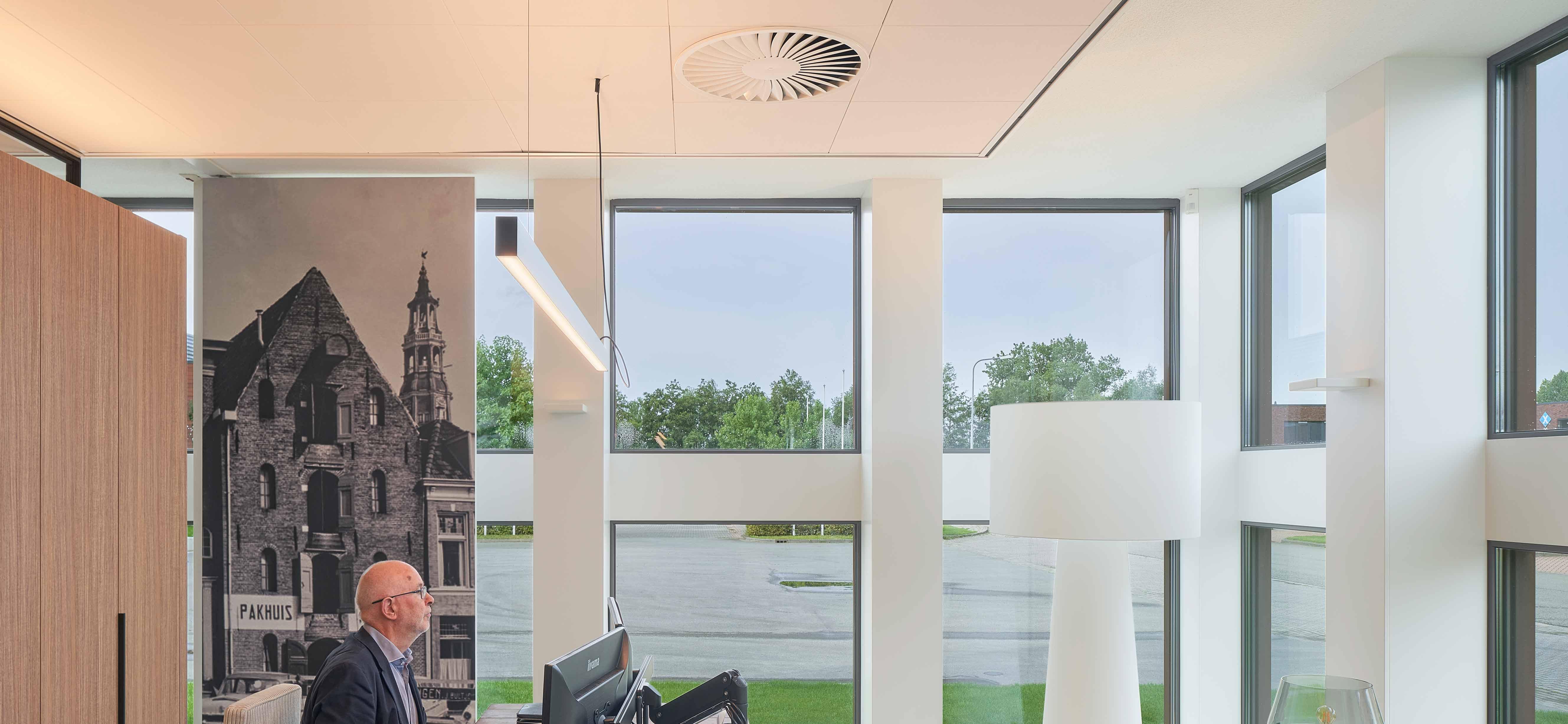 319.1-Office-NNZ,-architecture-by-Team4,-interior-by-Buro-Bulder,-photography-by-Gerard-van-Beek---FritsJurgens-System-M-pivot-hinge-systems.jpg