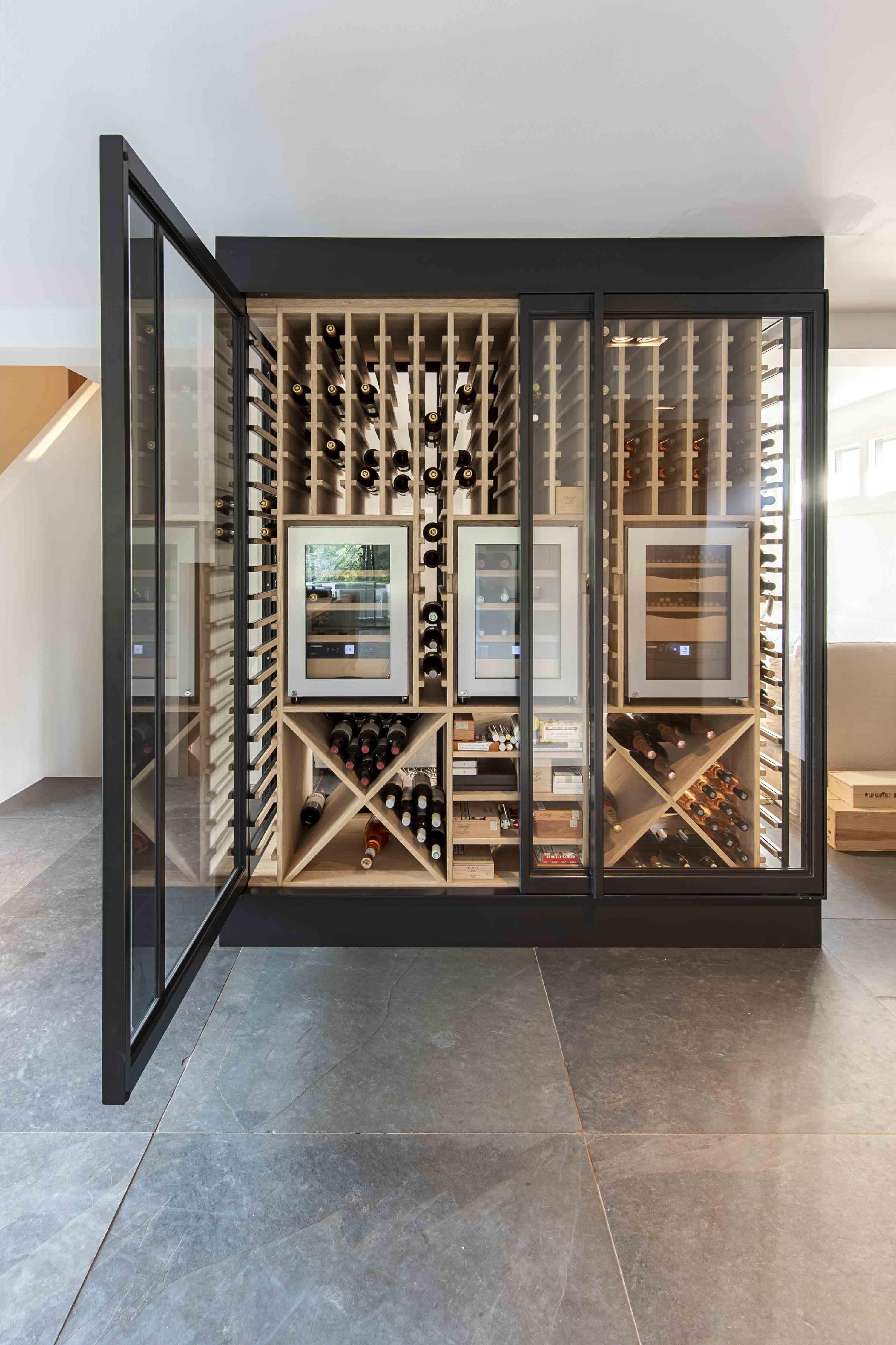 335.-Wine-cabinet-by-Pjokke-Dutch-Design03.jpg