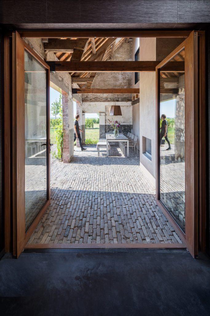 pivot-door-wood-farmhouse-utrecht.jpg
