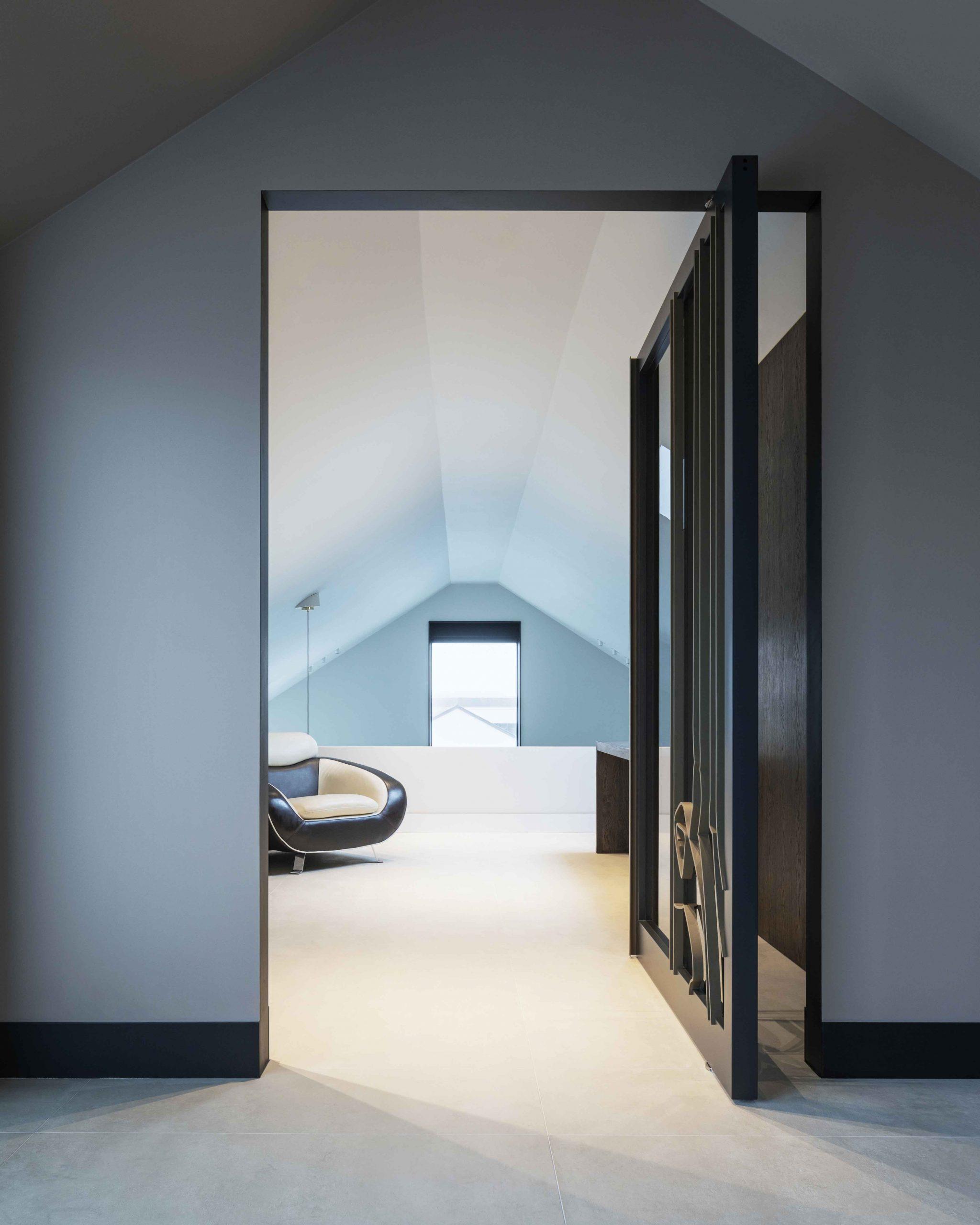 artistic-glass-pivot-door-with-fritsjurgens-pivot-hinge-inside-opened-nordiawerf-scaled.jpg