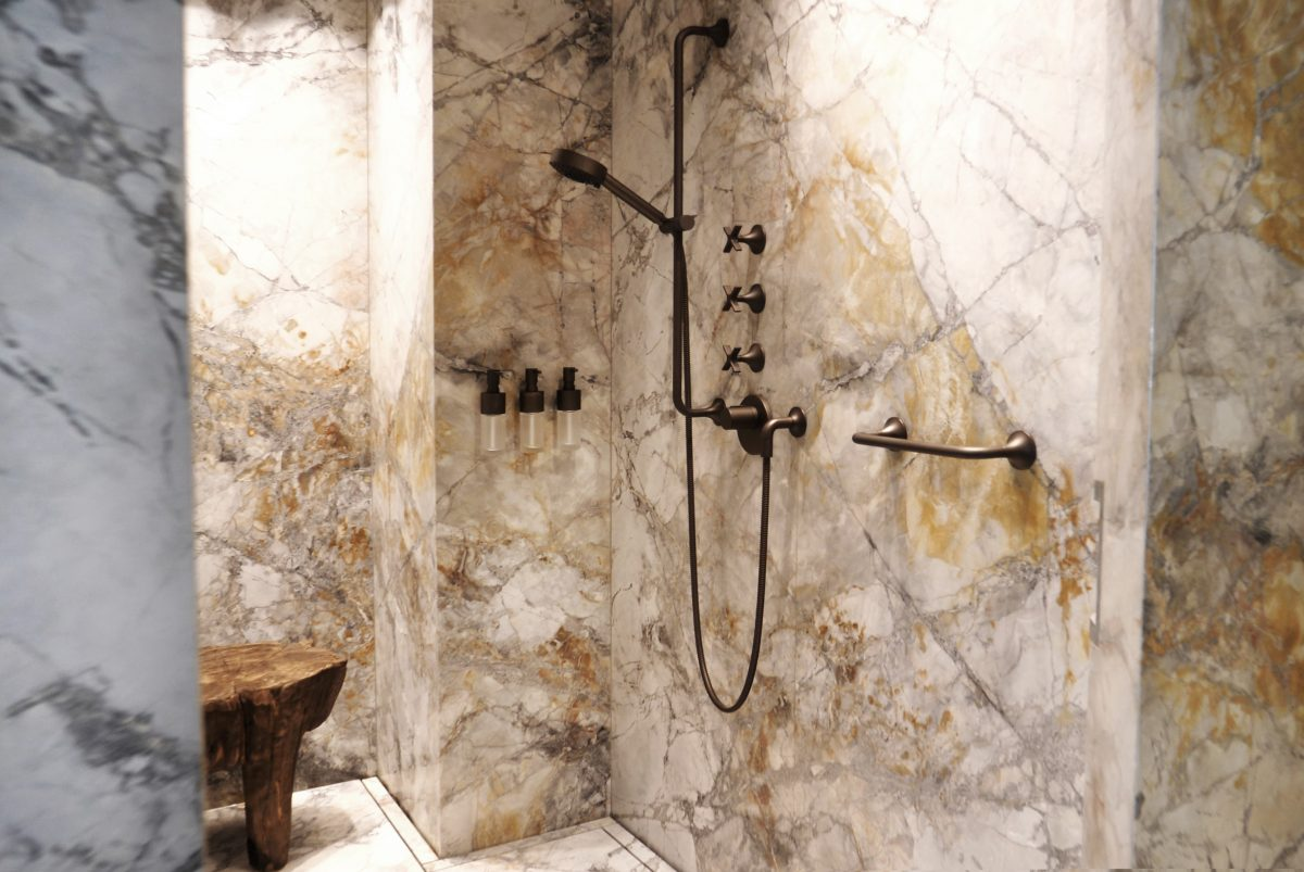 pivoting-marble-door-bathroom-fritsjurgens-e1573721906229.jpg