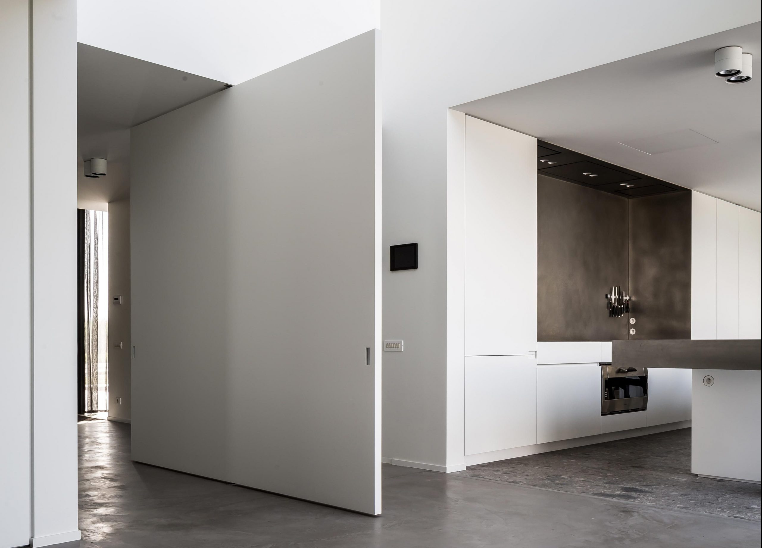 pivoting-oversized-door-in-white-with-middle-placement-e1574332095498-scaled.jpg