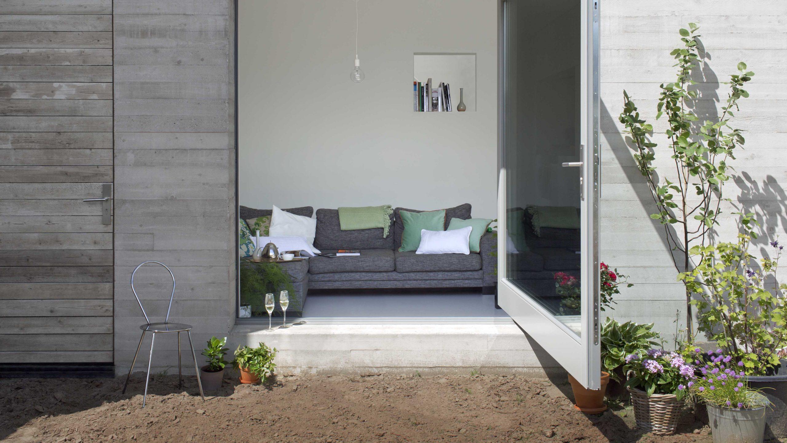 fritsjurgens-invisible-pivot-hinges-deventer-house-scaled.jpg