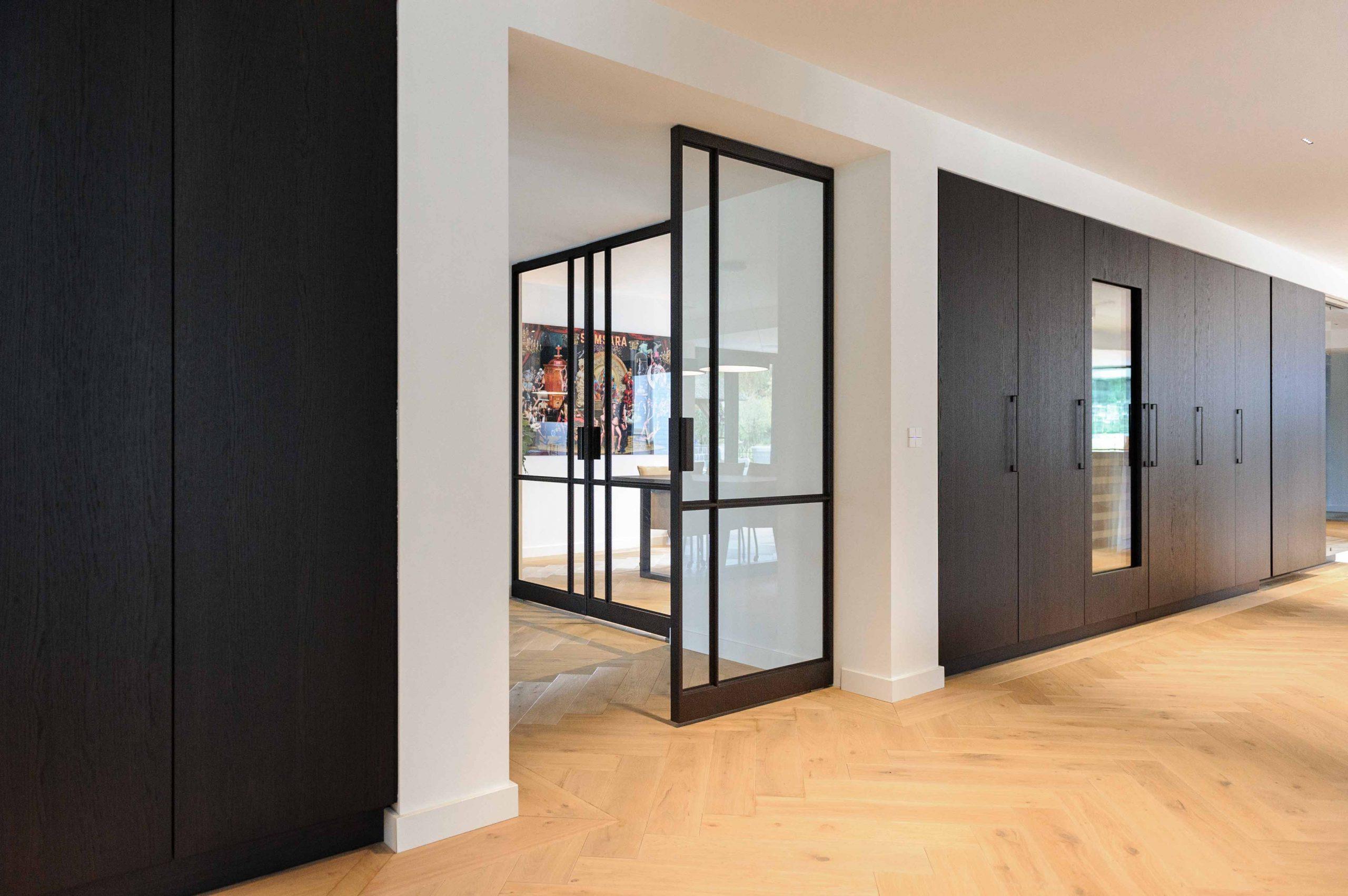 2592-multiple-glass-and-steel-pivot-doors-designed-by-preferro-fritsjurgens-pivot-hinges-inside-scaled.jpg
