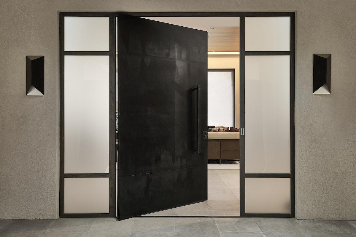 2821-castlewood-doors-exterior-pivot-door-ii-with-fritsjurgens-pivot-hinge-system-1.jpg